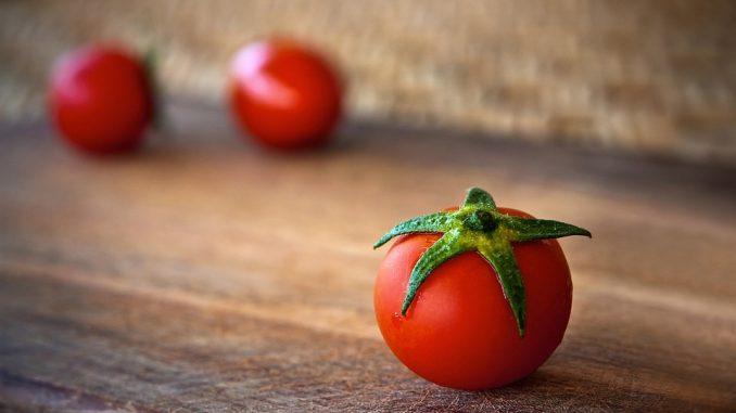 The Evidence-Based Health Benefits Of Tomatoes & Lycopene